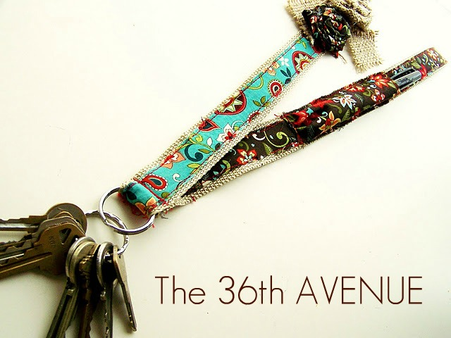 Teacher Appreciation Gift - Back to School DIY Badge and Pen Holder by the36thavenue.com PIN IT NOW AND MAKE IT LATER!