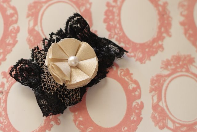 EXTRAORDINARY Guest: Vintage Lace Cuff