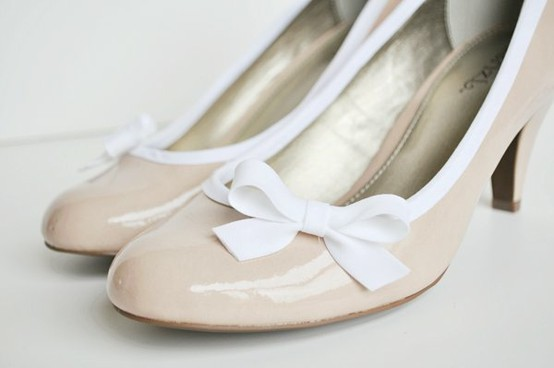 15 AMAZING and easy Shoe Makeovers... the36thavenue.com