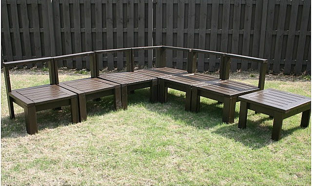 DIY Outdoor Sectional Instructions - DIY Backyard Furniture. Outdoor decor.
