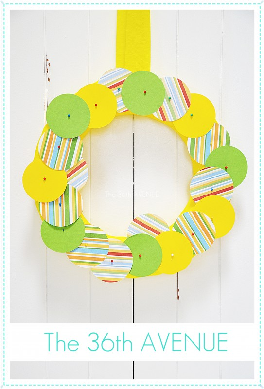 Make a cute message wreath with sweet thoughts and notes for mom and dad. So sweet! the36thavenue.com