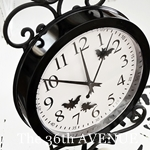 DIY Halloween Clock by the36thavenue.com