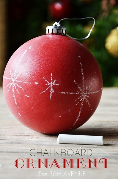 Chalkboard Ornaments Tutorial: See how you can transform any color surface into chalkboard. Such a fun and easy way to give your old ornaments a new look! #christmas #diy