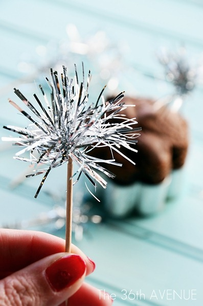 DIY Tinsel Sparklers Toppers Tutorial by the36thavenue.com + tons of sparkling New Years Ideas!