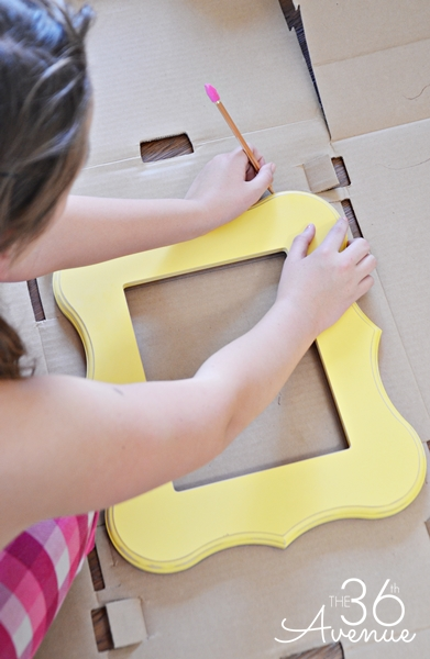 These fun frames are made from cardboard boxes... Use them to decorate a party or as photo props! { the36thavenue.com } #birthday #frames