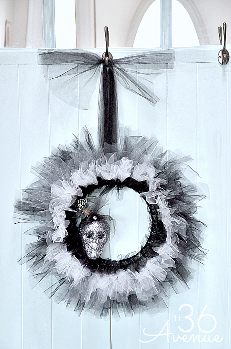 Halloween Wreath Tutorial the36thavenue.com