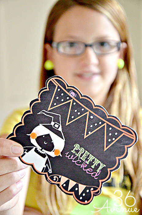 Pom Pom Earrings @ www.the36thavenue.comFree Halloween Printable and Pom Pom Earrings Tutorial at the36thavenue.com ...Pretty Wicked!