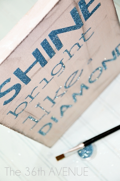 How to make a perfect glittered sign tutorial at the36thavenue.com …So cute!