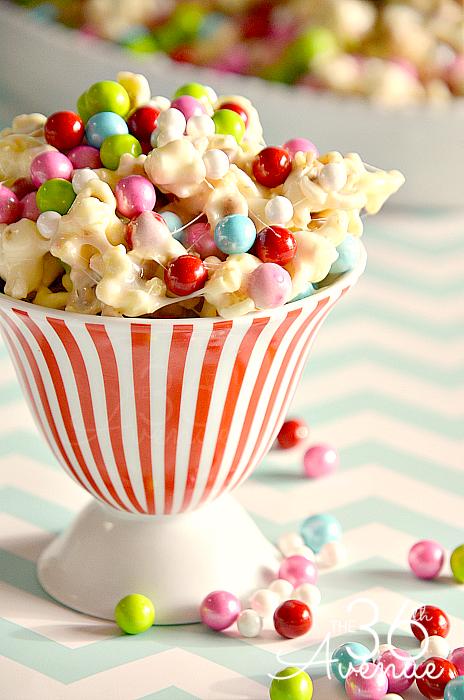 White Chocolate PopCorn Recipe at the36thavenue.com. Festive, delicious and adorable treat! #recipes