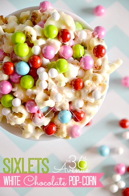 White Chocolate PopCorn Recipe + 25 Christmas Traditions at the36thavenue.com …These are 25 simple and memorable ways to celebrate Christmas! #christmas #traditions