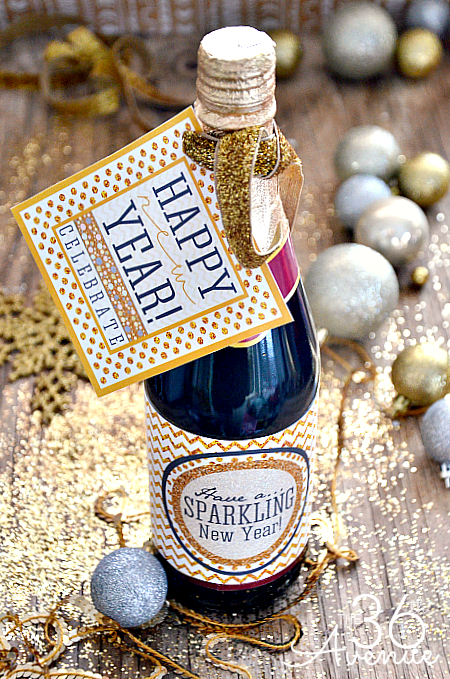 Welcome the New Year with these sparkling FREE Printables... Time to celebrate! #newyear #printable #party