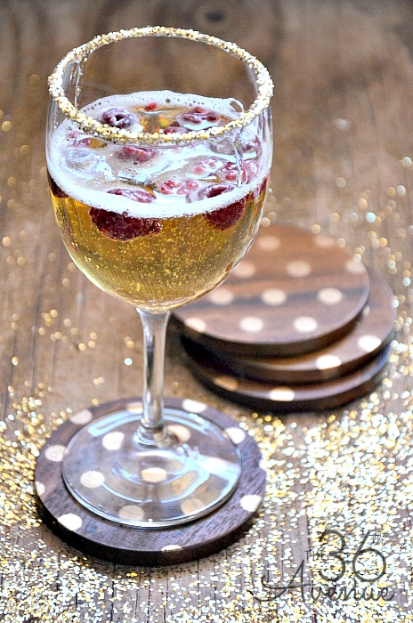 Make these DIY Coasters in less than a minute… I am loving the GOLD! @the36thavenue  #gifts #gold #diy