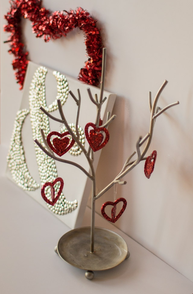 Valentine-Ampersand-Thumbtack-Art-7