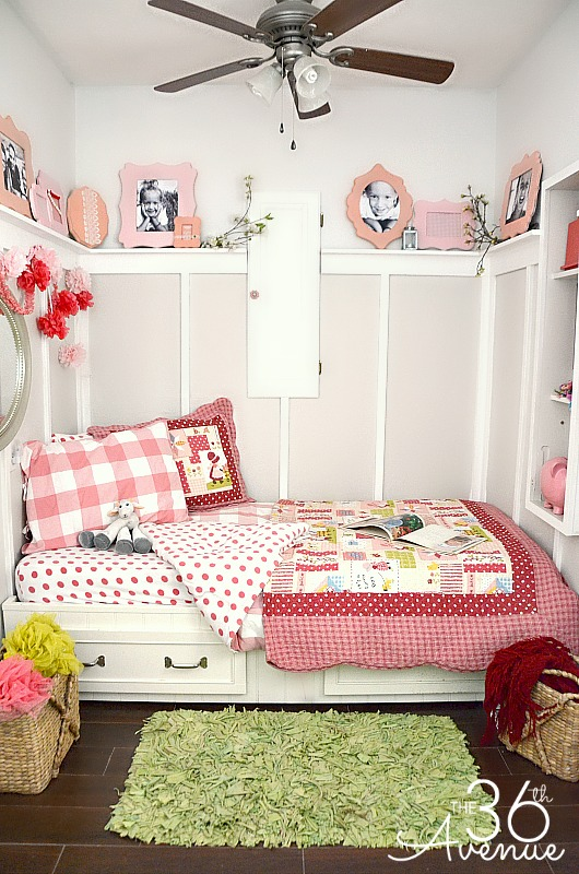 Super cute decor ideas for a small bedroom! the36thavenue.com