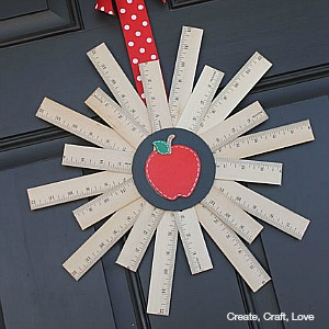 Back to School Mini Wreath by createcraftlove.com