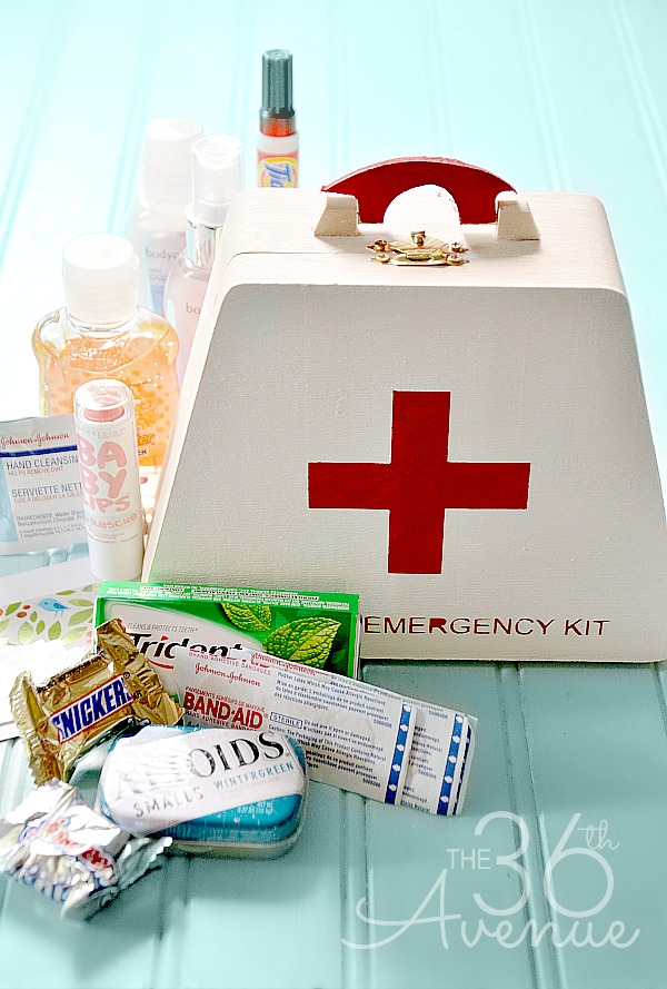 DIY Emergency Kit at the36thavenue.com
