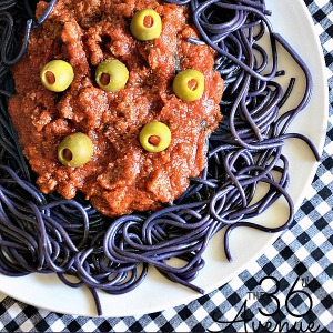Halloween Recipe - Make this fun Spaghetti Recipe for dinner. Kids love it! the36thavenue.com