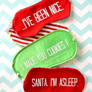 Christmas Gift - DIY Christmas Sleeping Mask Tutorial. the36thavenue.com #christmas #gifts