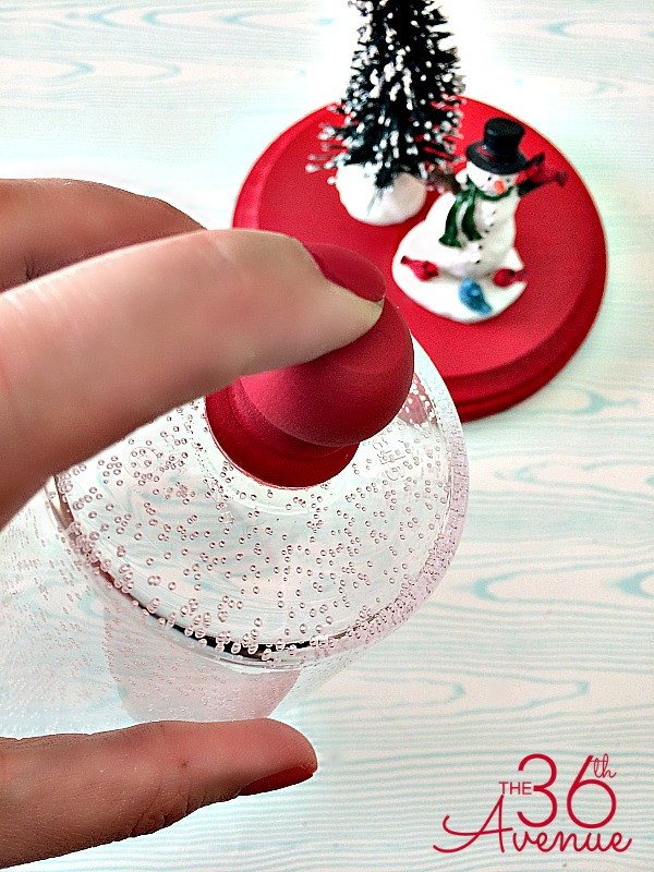 Christmas Gift Idea - Super cute Snow Globe Tutorial at the36thavenue.com