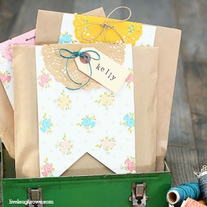DIY Crafts - Super cute and creative Gift Wrap Idea by livelaughrowe.com