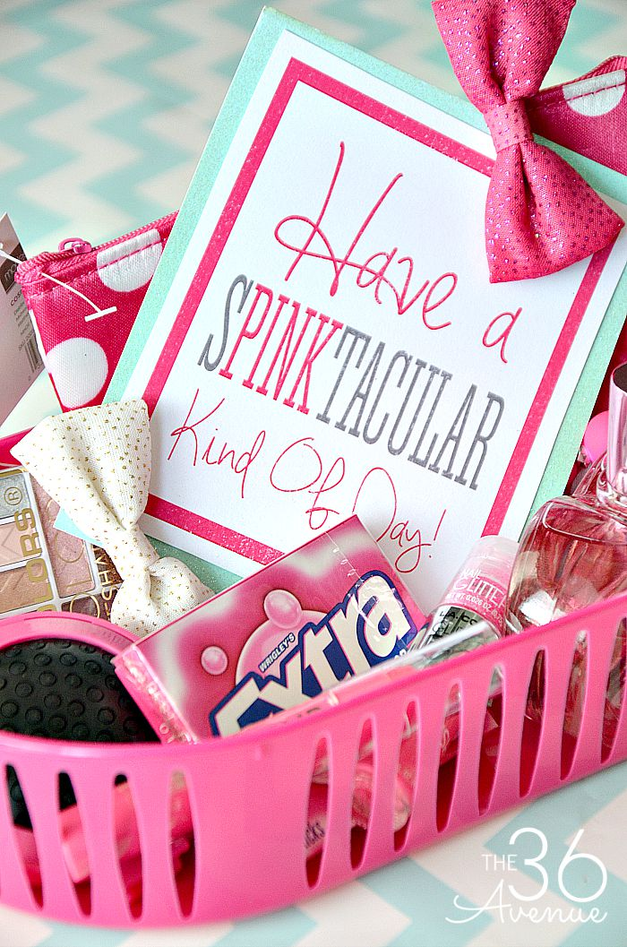 Valentine's Day Gifts and Ideas - Oh my cuteness! I'm LOVING all of these Handmade Gift Ideas, yummy recipes, and Valentine decor ideas. PINNING FOR LATER!