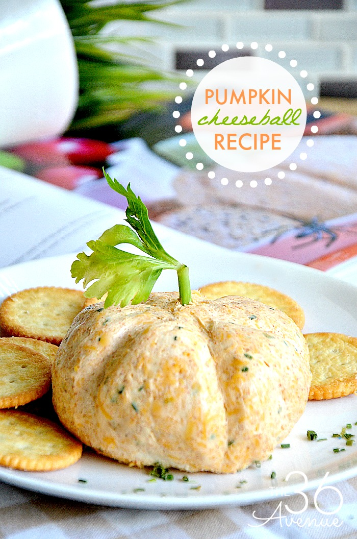 Pumpkin Cheeseball Recipe - This is the perfect Fall Recipe! This Pumpkin Cheeseball is delicious and super cute, perfect  to share with family and friends during Thanksgiving or any other party. You are going to love this appetizer. Check it out!