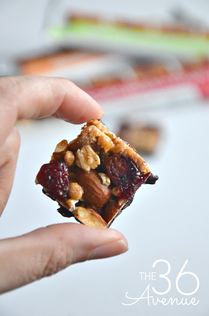 Easy Snack Idea - These snackable treats are seriously delicious! They come in three tasty flavors and they are made with whole nuts, real fruits, toasted oats, and dark chocolate with no artificial colors, flavors or sweeteners. Four squares have just 150 calories! PIN IT NOW and try them later!