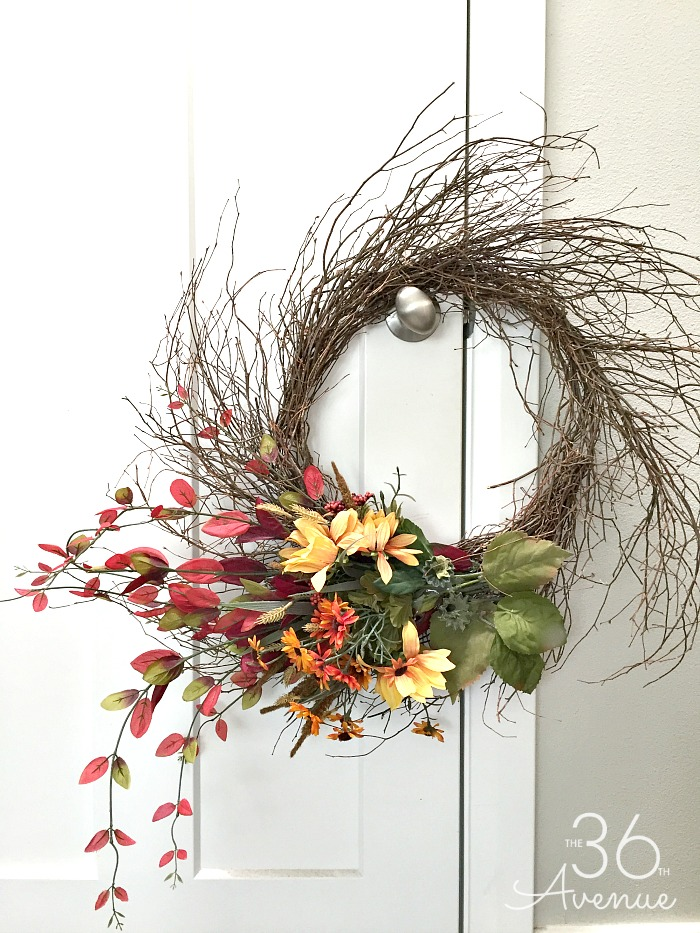 Farmhouse Style Wreath Tutorial. Check out how you can make this DIY Wreath in just ten minutes.