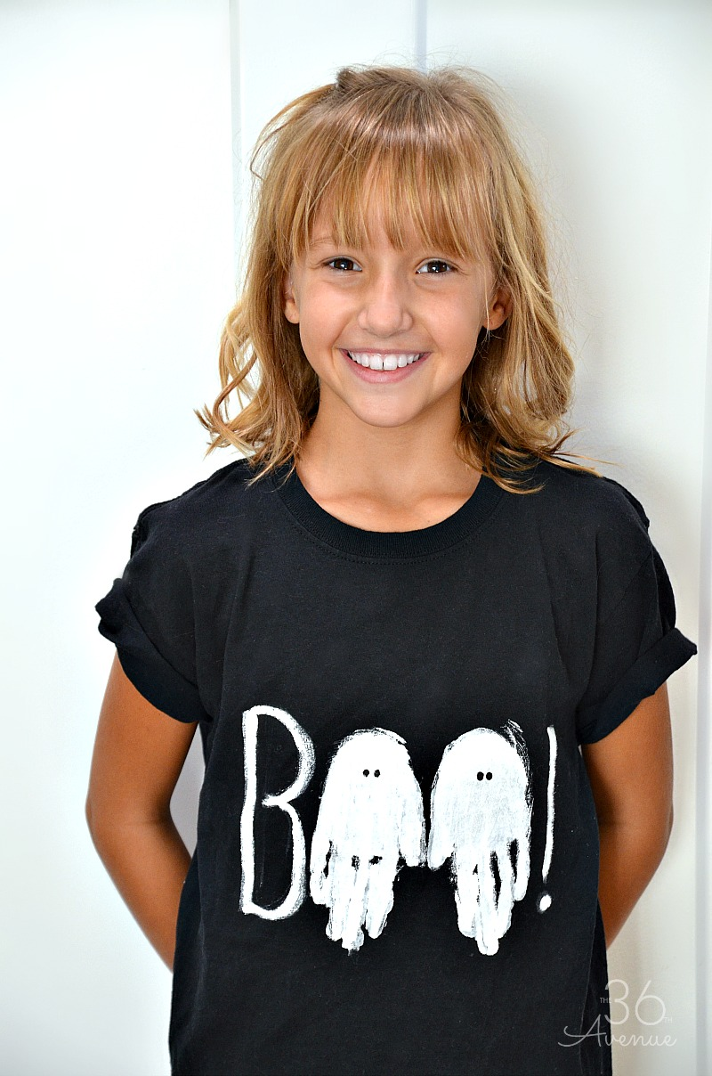 Halloween costumes - Use your child's handprint to make this adorable Halloween Ghost T-shirt.