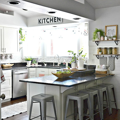 White Kitchen – Pink Kitchen Decor