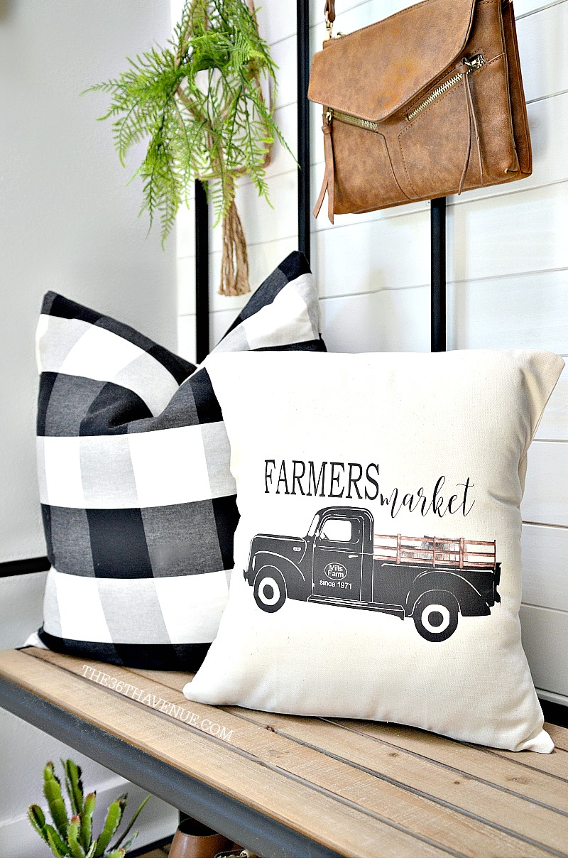 Farmhouse Entryway Decor Ideas that are affordable and easy to put together.