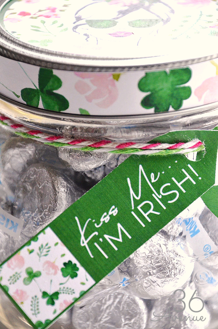 St. Patrick's Day Kiss Me I'm Irish Mason Jar Gift Idea at the36thavenue.com